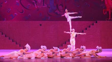 Spectacle d'acrobaties au théâtre Chaoyang