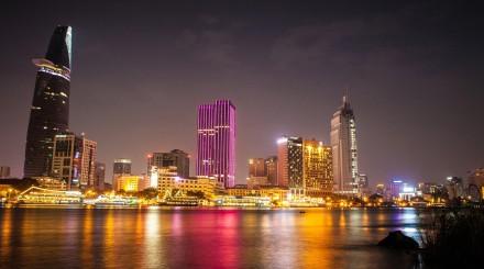 Diner sur la rivière de Saigon
