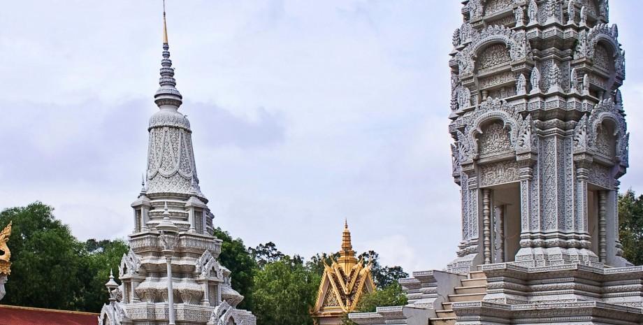 Oudong et bénédiction à la pagode