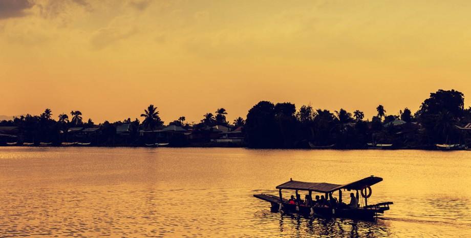 Visite du vieux Kuching en vélo puis bateau